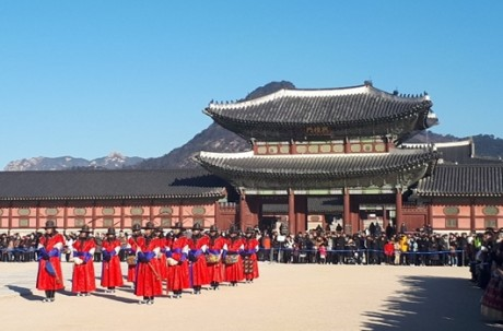 Full Day Seoul Tour (Gyeongbokgung, Seoul Tower, Bukchon Hanok Village, Gwangjang Market) / USD 25